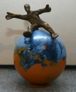 "Francis Mean, ""Genieße das Leben""  Bronze Figur  ca. 16 cm"