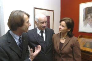 Armin Mueller-Stahl besucht die Galerie anlässlich einer Ausstellungseröffnung.