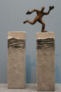 """Francis Mean Überwinden  Stein / Bronze  """"Höhe ca. 20 cm"""